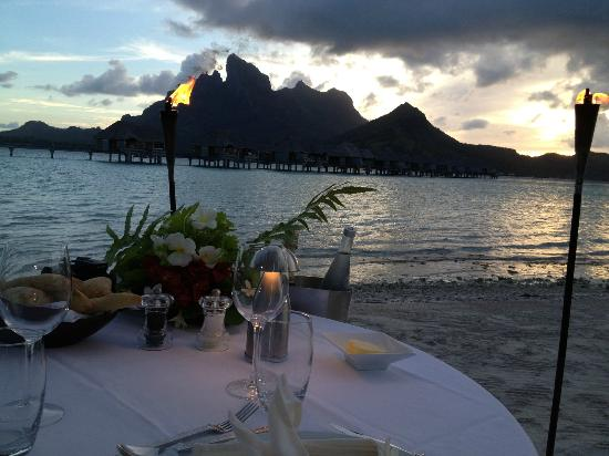 Four Seasons Resort Bora Bora: dinner on the beach