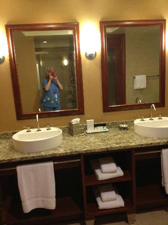 Mount Airy Casino Resort: Main Bathroom