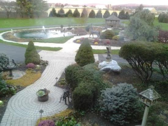 Twin Pine Manor Bed & Breakfast: Outside view