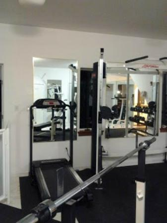 Twin Pine Manor Bed & Breakfast: Weight room
