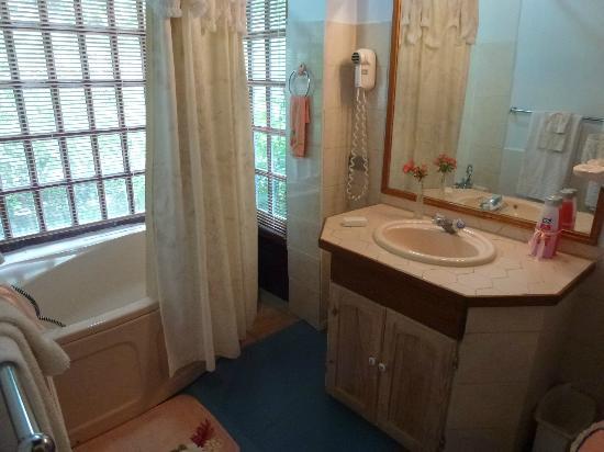 Adventure Eco Villas: Bathroom