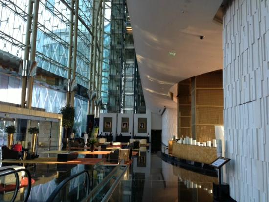 The Meydan Hotel: loby!