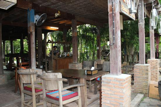 BaanBooLOo Village: Dining area