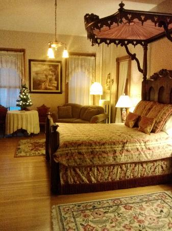 Candlelight Inn: Butternut Suite