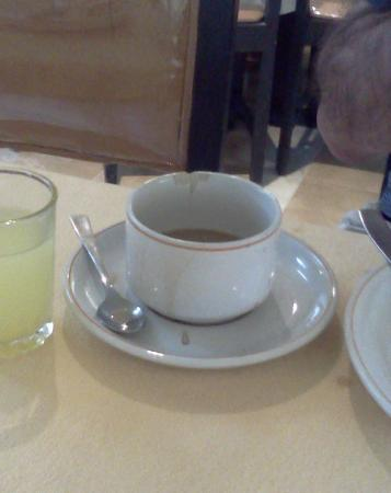 Hotel Nesrine: chipped cup