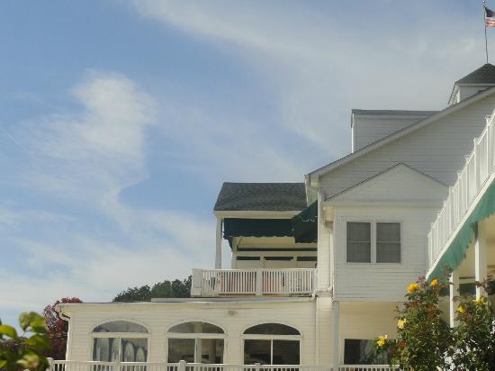 Mountain Harbor Inn Resort On the Lake: The Lincoln Penthouse Condo from below 
