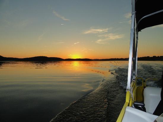 Mountain Harbor Inn Resort On the Lake: Sunset Cruise