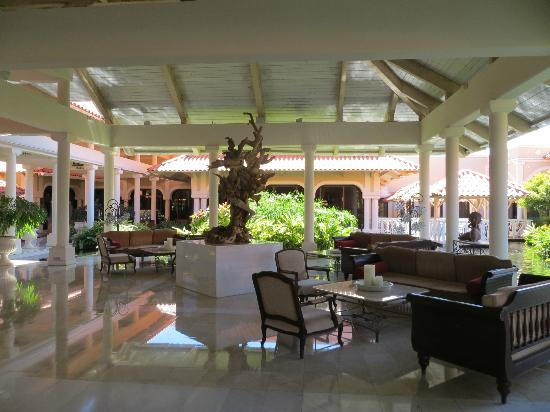 Melia Coco Beach: Lounge Area1