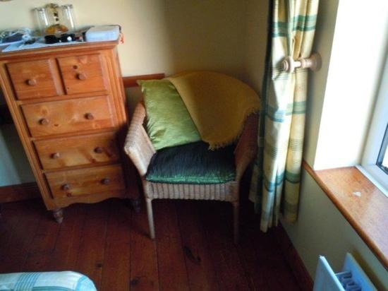 Dingle's First Cottage by the Sea: super cute clean room