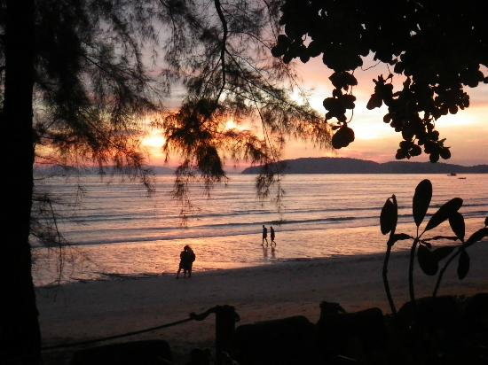 Centara Grand Beach Resort & Villas Krabi: Sunset on the beach
