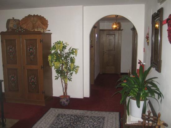 Hotel Pension Grafenstein: piano camera
