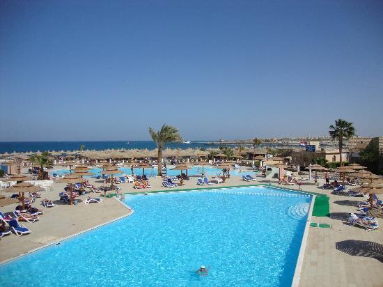 Aladdin Beach Resort: swimming pool