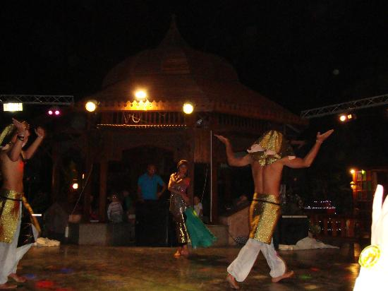 Aladdin Beach Resort: show at nights