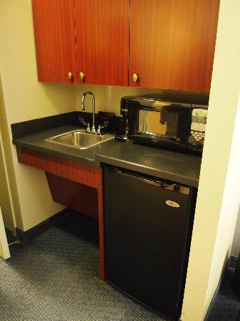 Club Quarters Hotel, Wacker at Michigan: Suite kitchen