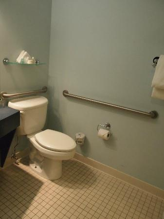 Club Quarters Hotel, Wacker at Michigan : Bathroom