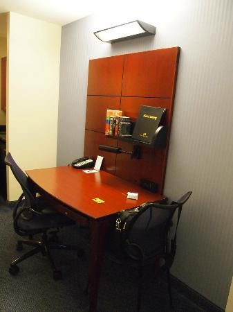 Club Quarters Hotel, Wacker at Michigan: suite desk