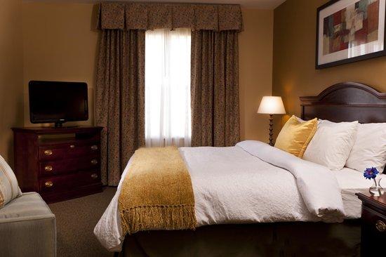 هوم وود سويتس باي هيلتون لوبوك: King Bedroom