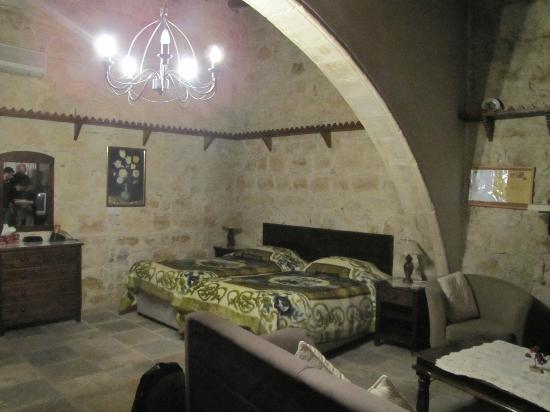 Lofou Agrovino: The studio's sleeping area