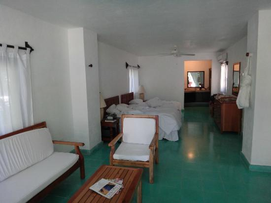 Na Balam Beach Hotel: Nice large rooms, but not a lot of privacy