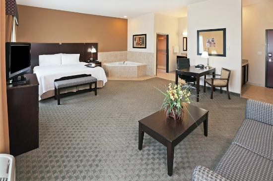 Hampton Inn & Suites Dumas: King suite with jacuzzi