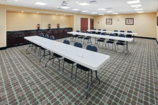 Hampton Inn & Suites Dumas: meeting room and event space