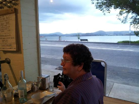 Maning Reef Cafe: Great location