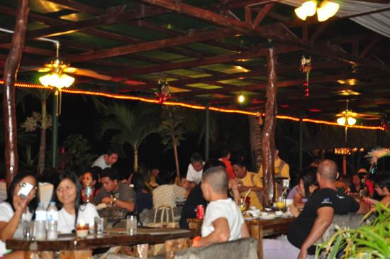 Dumaluan Beach Resort: the resto at night