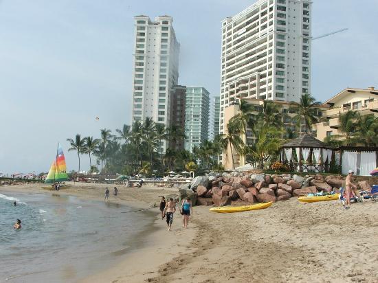 Friendly Vallarta All Inclusive Family Resort: beach area