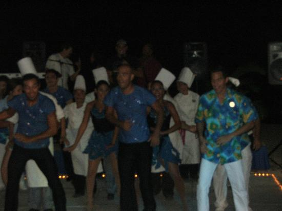 Friendly Vallarta All Inclusive Family Resort: staff putting on a dancing show