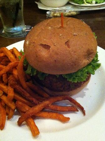Matt the Millers: Vegan Blackbean Burger