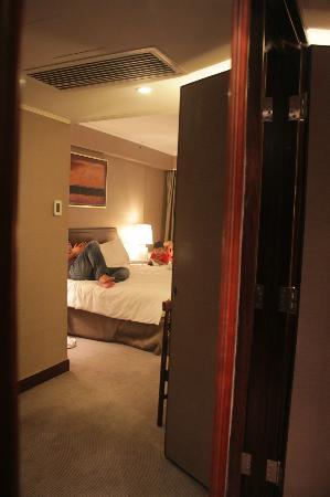 Marco Polo Hongkong Hotel: Room 1432 - room