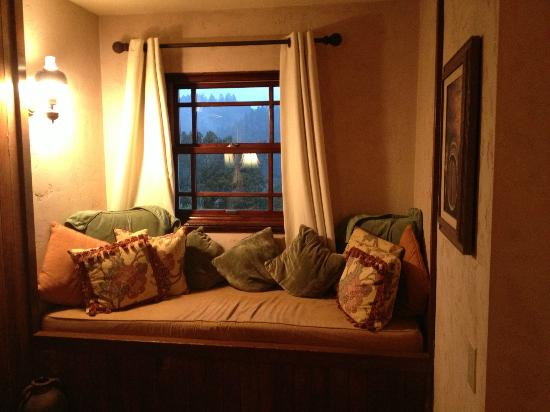 Wine Country Inn & Cottages: Warm view in a winter storm
