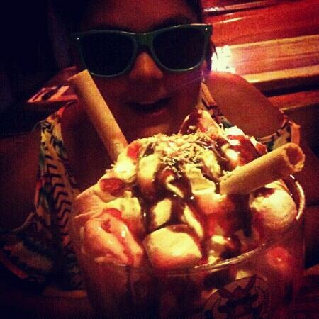 Hog's Breath Cafe: Big dessert! Shared between four of us easily