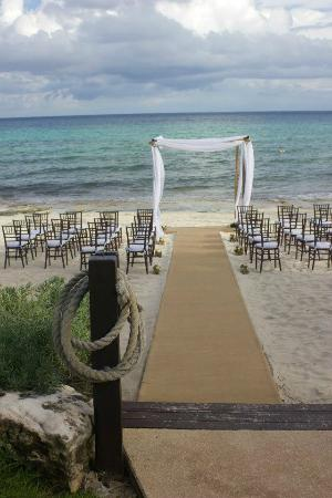Le Reve Hotel & Spa: Ceremony set up