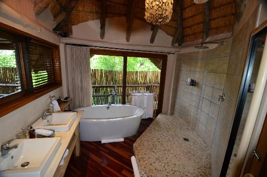 Ulusaba Safari Lodge: Huge Bathroom