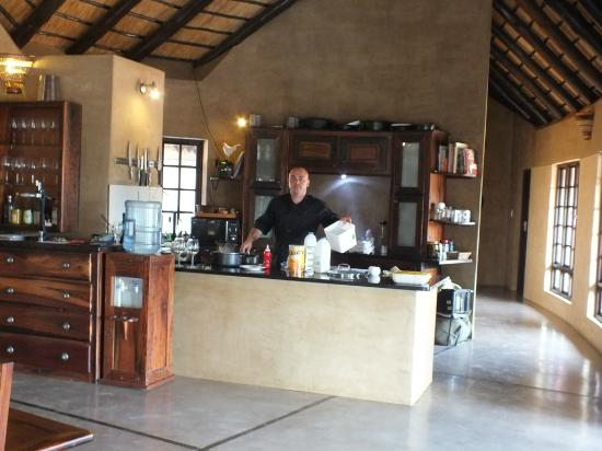 The Vuyani Safari Lodge: Kitchen and Fab Chef