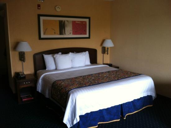 Courtyard Chesapeake Greenbrier : Bed
