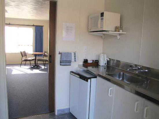 Amber Court Motel: Kitchen Studio unit