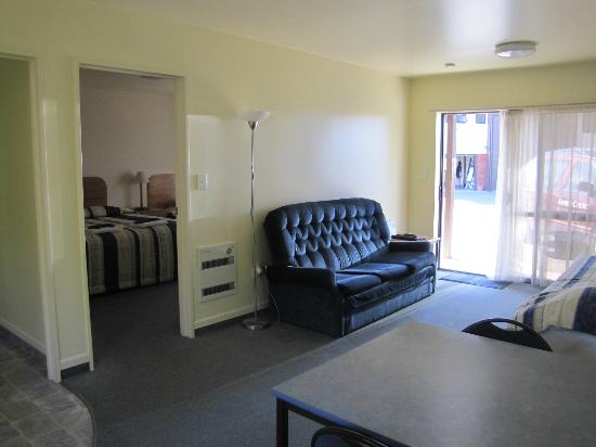 Amber Court Motel: Lounge in a One Bedroom Unit