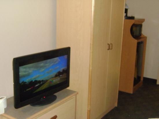 แคลเรียน สวีทส์ เมนเกต: TV Y NEVERA