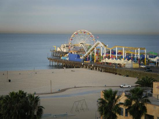 Loews Santa Monica Beach Hotel: Santa Monica Pier from our hotel room
