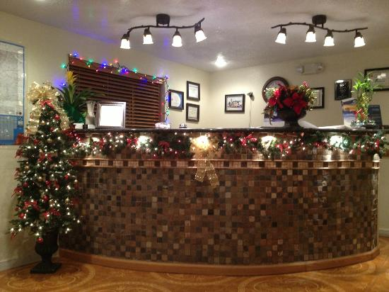 Super 8 Alamogordo: lobby in xmas