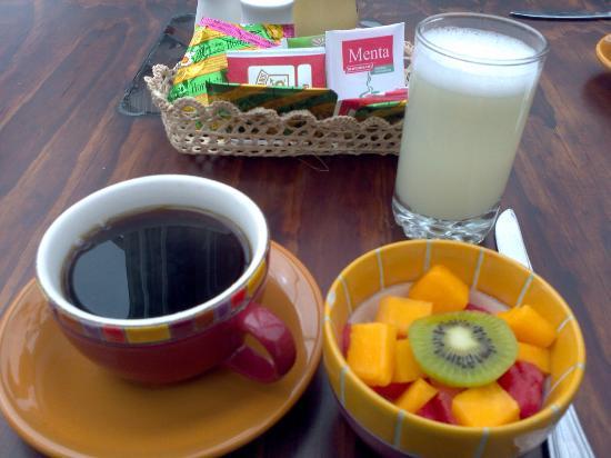 Hotel Los Balcones: Estoy feliz con mi desayuno.