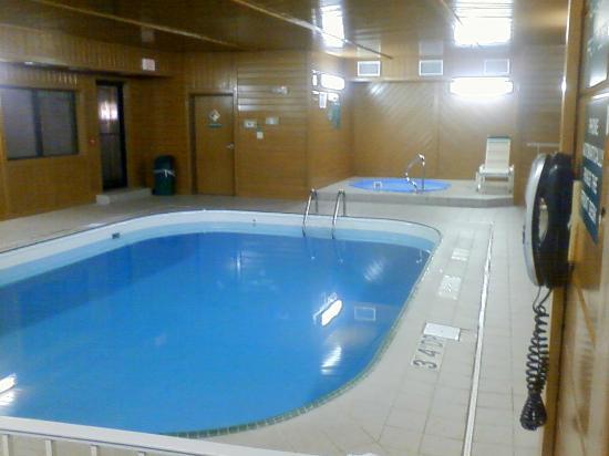 Baymont Inn & Suites Waterloo: Comfort Inn, waterloo