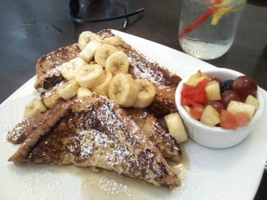 Eddie Papa's American Hangout: Bananas Foster French Toast
