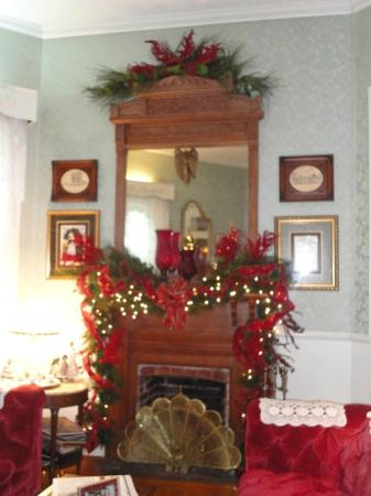 T'Frere's Bed & Breakfast: the mantle in the living room
