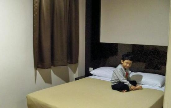 Fragrance Hotel - Emerald: clean and spacious bed (deluxe room)