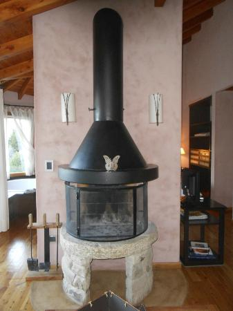 Lirolay Suites: Real wood burning fireplace.