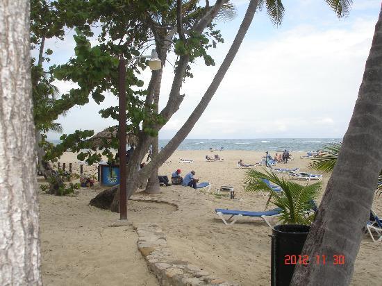 Grand Paradise Playa Dorada: Vendors on the beach