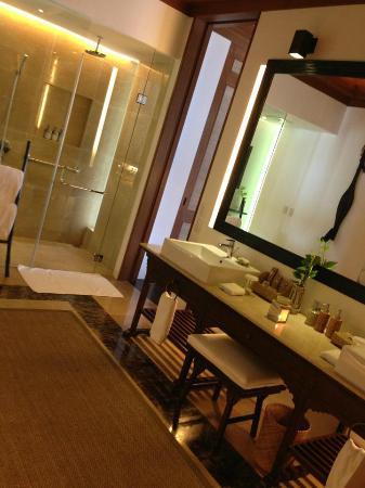 El Nido Resorts Pangulasian Island: Dream Bathroom